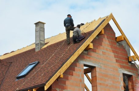 Things Roofing Specialists Do to Protect Themselves While Working