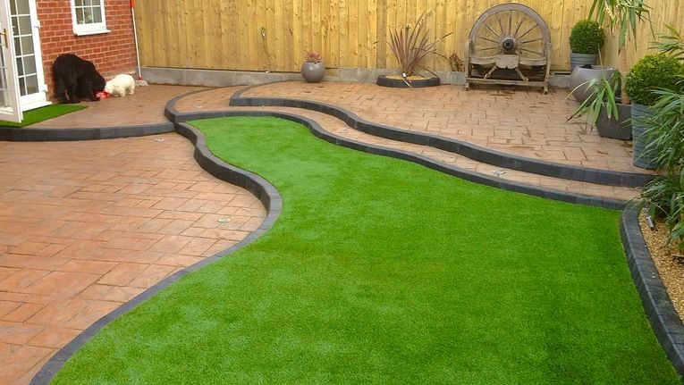 The pros and cons of installing artificial grass in the lawn