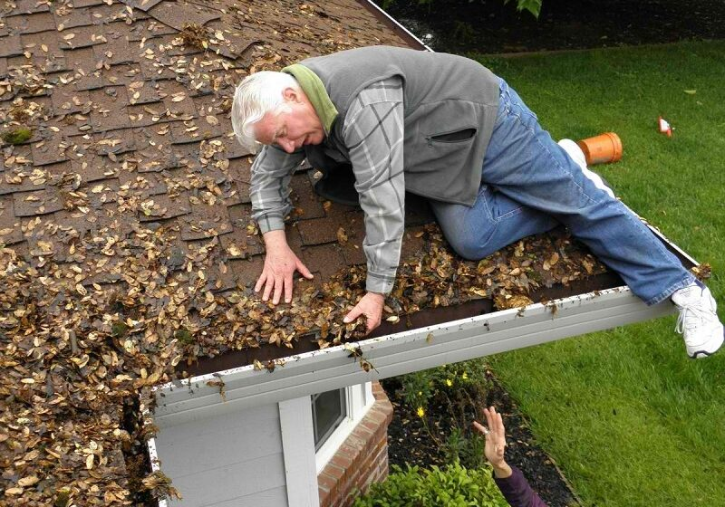 Why It Is Best to Hired Professionals to Clean Your Gutters